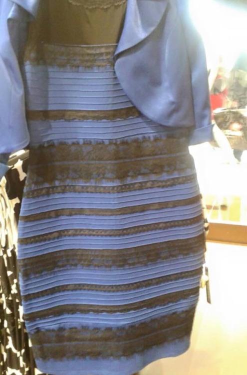 Что на самом деле платье сине черное