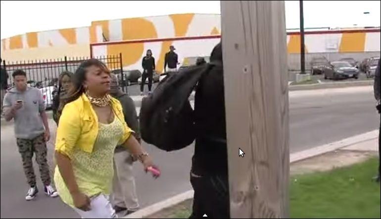 Мама отлупила сына за участие в беспорядках в Балтиморе
