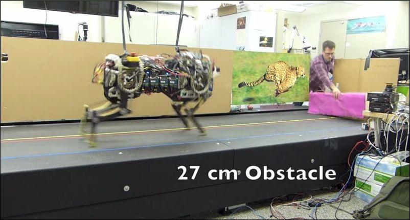 MIT научили прыгать робота на бегу