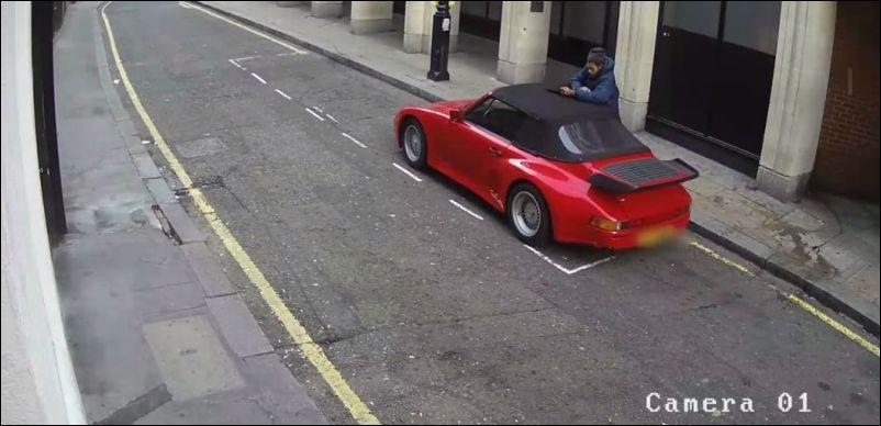 Угонщик резрезал крышу кабриолета Porsche