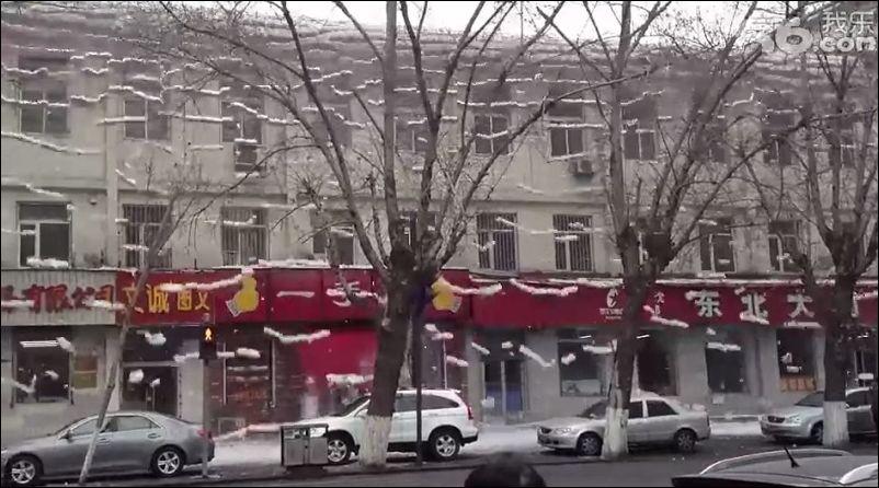 Снежная лавина сошла с крыши