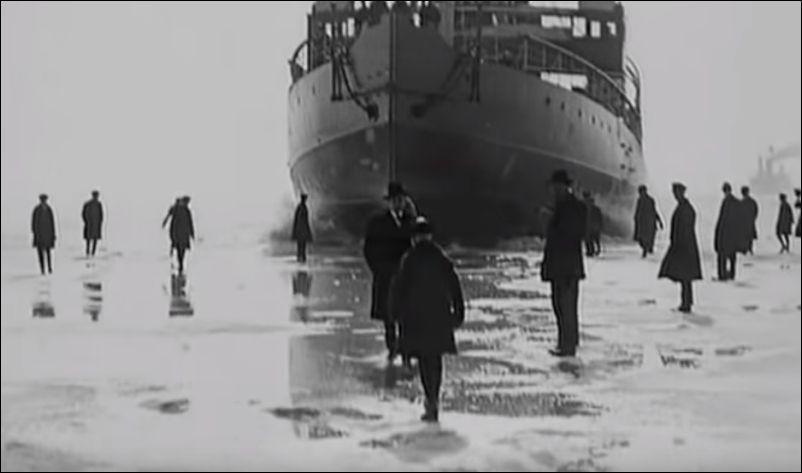 Старинное финское развлечение  - бежать перед ледоколом