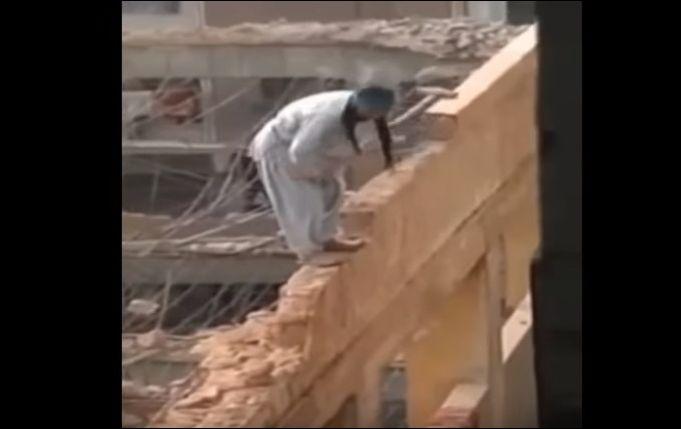 Экстремальный демонтаж здания в Египте