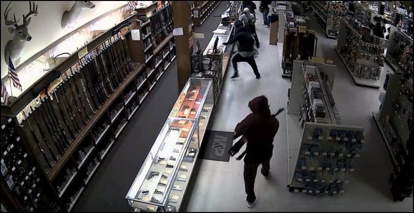10 человек ограбили оружейный магазин в Техасе
