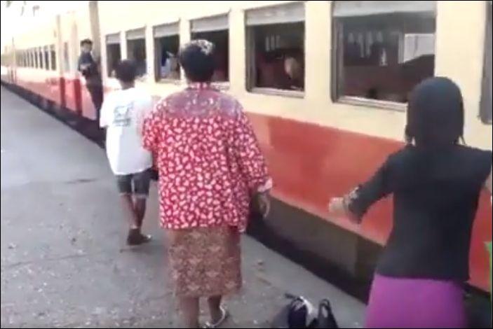 Экстремальная посадка на поезд в Бирме