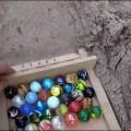 Гонка разноцветных шариков по песчаной трассе
