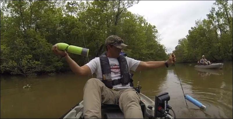 Американец на рыбалке случайно поймал аллигатора