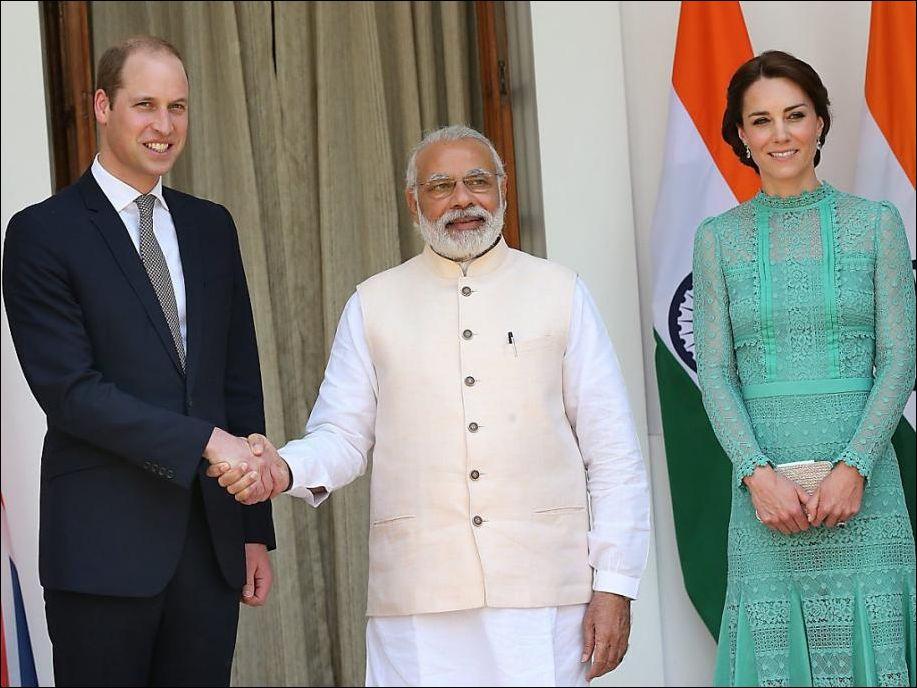 Рука принца Уильяма после рукопожатия с премьер-министром Индии