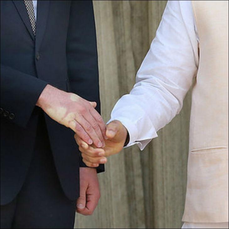 handshake-003