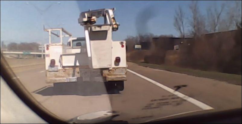 Автопилот Tesla помог избежать ДТП