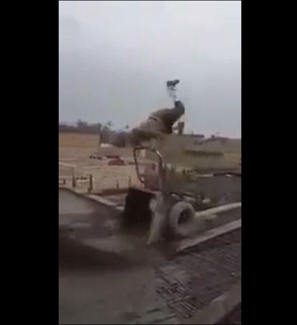 Акробат на стройке!