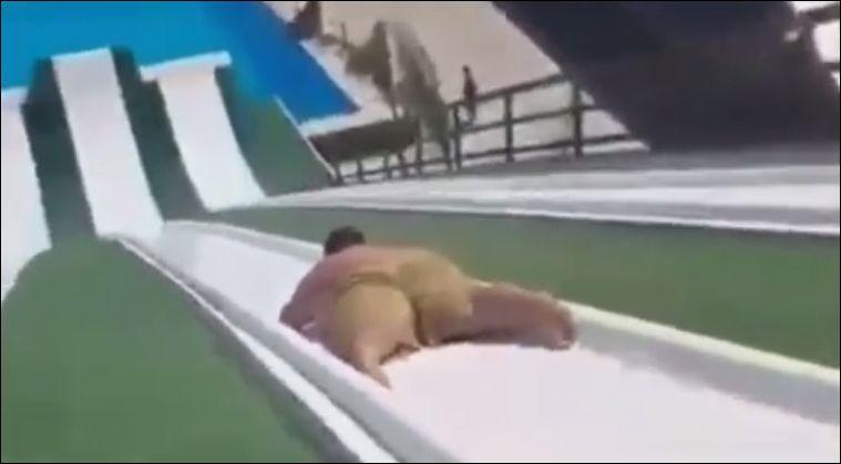 Толстяк на водной горке