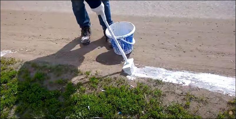 В Тульской области красят пыль у дорог