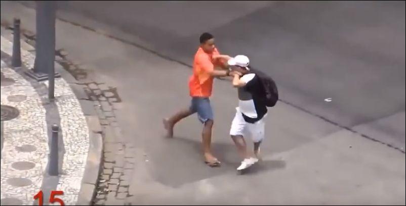 Скачать видео женщины ссут на улице