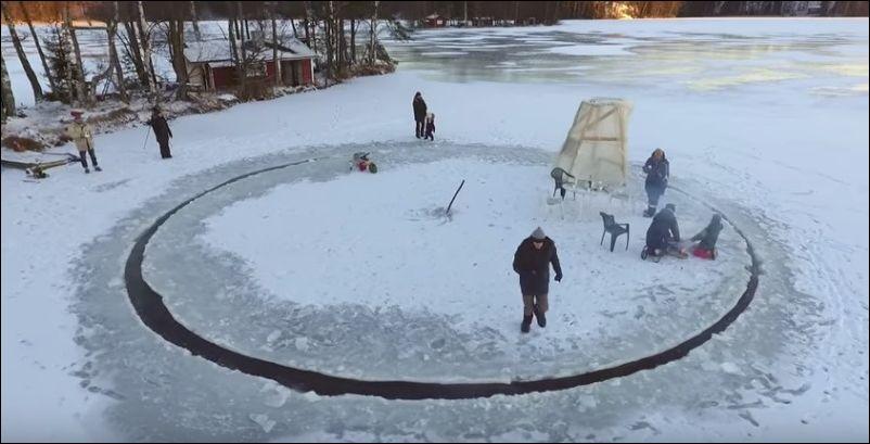 ice-carousel
