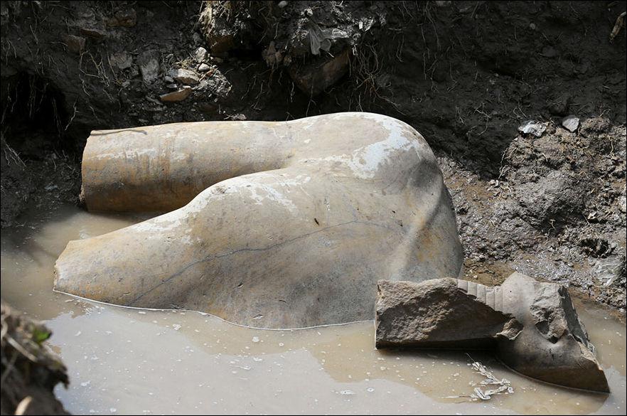 ramses-statue-001