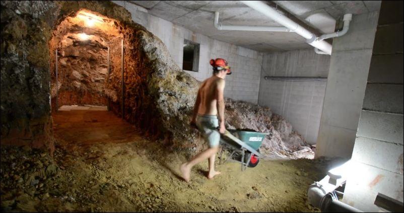копает тоннель в подвале